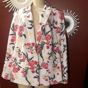 NWT! Beautiful floral single-button blazer